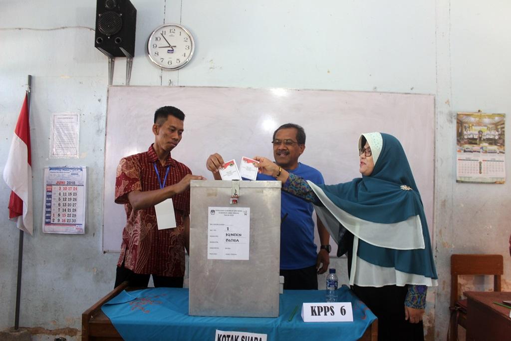 Bupati Djoko Nugroho Gunakan Hak Pilih di TPS 01
